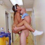 Image Menejera venita la curatenie e satisfacuta cu o partida de sex