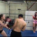 Image Incearca sa boxeze cu doua fete si pierde