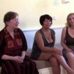 Image Trei femei venite la interviu sunt futute de fotograf