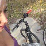 Image Fac o plimbare cu bicicleta prin parc apoi ii suge pula