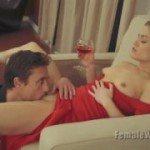 Image Tipa sexy bea vin si se lasa masturbata