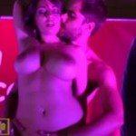 Image Dansatoare la bara masturbata in public de un barbat