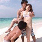 Image Pe plaja la mamaia o turista asiatica se fute cu doi romani