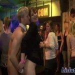 Image Dupa mult alcool se lasa cu futai in club