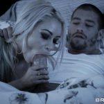 Image Sora lui doarme linistita si el isi fute mama blonda