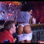 Image Sex intr-un bar cu o tiganca jegoasa si un tanar care a luat pensia