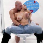 Image Blonda debuteaza in filmele porno si se descurca excelent