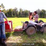 Image Futai pe tractor cu un taran si o gospodina