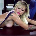 Image Blonda talentata si frumoasa foc face opturi in pula