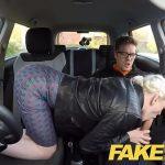 Image Femeie instructor auto se fute cu elevul ei in masina