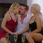 Image Baiatul are o fantezie sa faca sex cu doua surori blonde