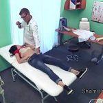 Image Pacienta venita la control ginecologic face sex pe masa de consultatie cu nenea doctor