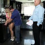 Image Prinsa de iubit cand ii suge pula clientului venit la masaj se baga la un sex in trei