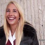 Image Sex in public contra cost cu blonda imbracata gros