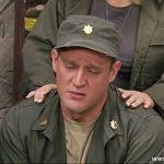 Image Porno in armata cu sergenta excitata care si-o trage cu soldat dotat