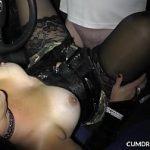 Image Curva se fute in masina ei de lux cu multi barbati pana le inghite sperma