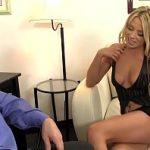 Image Secretara buna dar cam curva face sex cu directorul pentru bonus la salariu