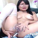 Image Asiatica senzuala cu sani mari se penetreaza anal cu dildo gros