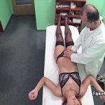 Image Ginecologu penetreaza pacienta venita la cabinet cu dureri de pizda