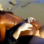 Image Sex brutal la malul marii cu o africana care se misca demential in pula