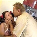 Image Tata beat mort isi abuzeaza sexual fata speriata si batuta