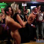 Image Orgie in club cu femei de toate varstele care si-o trag cu striperi dotati