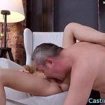 Image Fata amatoare fututa la sedinta porno de fotograf excitat