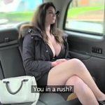 Image Tanara cu decolteu generos agatata in taxi fake si fututa pe bancheta din spate