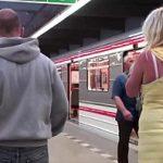 Image Sex in tren cu blonda fierbinta luata in pula de doi calatori