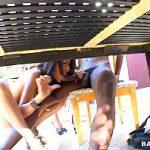 Image Chelnerite goale sug pula clientilor veniti la terasa
