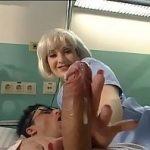 Image Asistenta medicala nimfomana freaca pula pacientului pana la ejaculare si fute pacienta cu dildo in cur