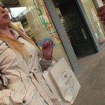 Image Flirteaza cu o blonda in mall si o fute in toaleta publica
