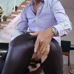 Image Diva matura imbracata in latex penetrata brutal de la spate