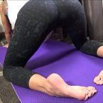 Image Mama siliconata si tatuata fututa in pozitii de Yoga de baiatul ei