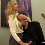 Image Milfa directoare face laba angajatului deprimat