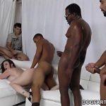 Image Tarfa fututa in grup de trei negri care au luat Viagra