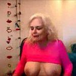Image Tarfa beata danseaza la webcam si se masturbeaza la pasarica roz