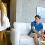 Image Mamica nimfomana face sex cu baiat de liceu