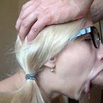 Image Ochelarista blonda face muie adanca cu finalizare