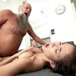 Image Bunic pervers face sex de 1 Decembrie cu nepotica sexy