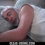 Image Trezit din somn si futut de nepoatele excitate