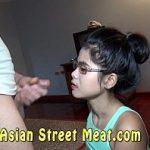 Image Tanara asiatica cu floci la pizda chemata la hotel pentru muie si futai