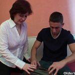Image Elev fute o profesoara matura in pizda la ea acasa dupa meditatii