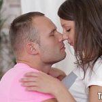 Image Tanara foarte frumoasa are parte de sex brutal si ejaculare pe fata