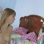 Image Minora virgina penetrata de doua amice cu puli de cauciuc