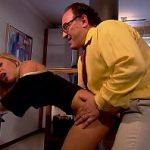 Image Stapan burtos si batran cu penis sculat o fute pe secretara fierbinte
