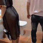 Image Linge pizda brunetei pe WC 25 de minute pana la orgasm