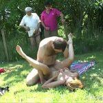 Image Milfa blonda face sex pe camp cu trei bosorogi