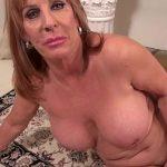Image Mama singura la 55 de ani putin bauta se masturbeaza la webcam