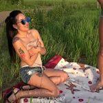 Image Bruneta singura pe camp convinsa de barbat fudul sa faca sex